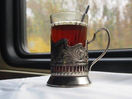 чай в подстаканниках